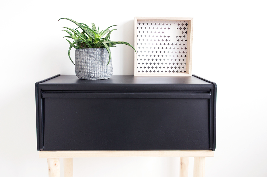 DIY – From old retro breadbox to Scandinavian/Industrial side table
